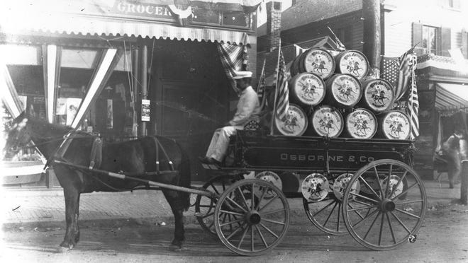 In the late 1890s, the new King Arthur Flour was transported in barrels in horse-drawn wagons. Each barrel weighed 196 pounds. Additional barrelheads featuring the logo were hung below the carriage for added exposure.