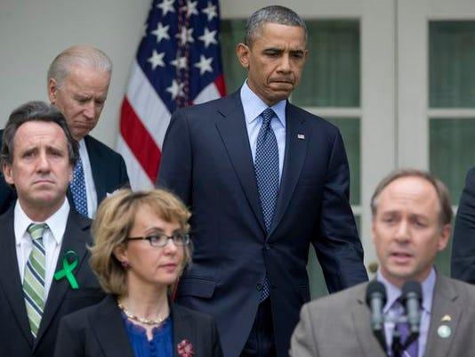 obamagiffords-backgroundchecksapril172013.jpg