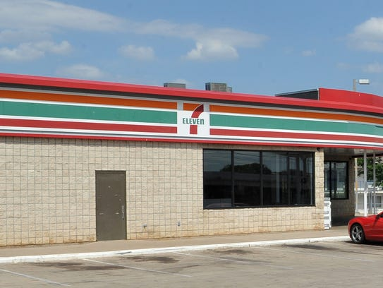 Wichita Falls police are looking for a possible suspect in an aggravated robbery that occurred Sunday morning at a 7-Eleven store located on Central Freeway.