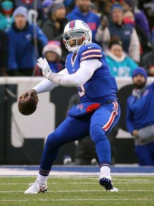 Bills quarterback Tyrod Taylor looks to throw deep.