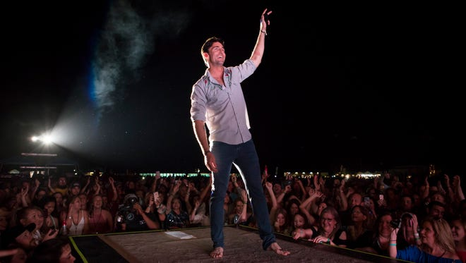 "Jake Owen performs Dec. 8 at the Beach Town Music Festival at the Indian River County Fairgrounds. Tonight, the Vero Beach native will be pitted against comedian Wayne Brady on ""Drop the Mic,"" TBS' reality show where celebrities rap battle against each other."