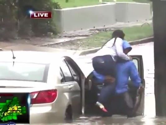 636398541477396731-Memphis-TV-reporter-helps-woman-from-flooded-car.jpg