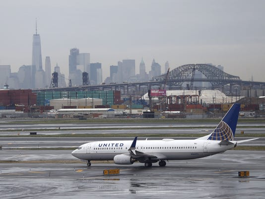 AP UNITED AIRLINES A USA NJ