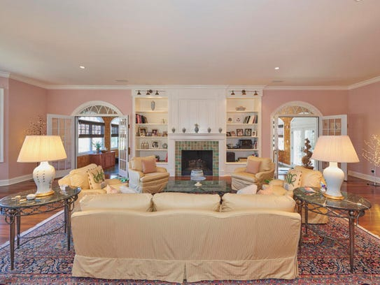 The living room features arched doorways and built-in bookshelves.