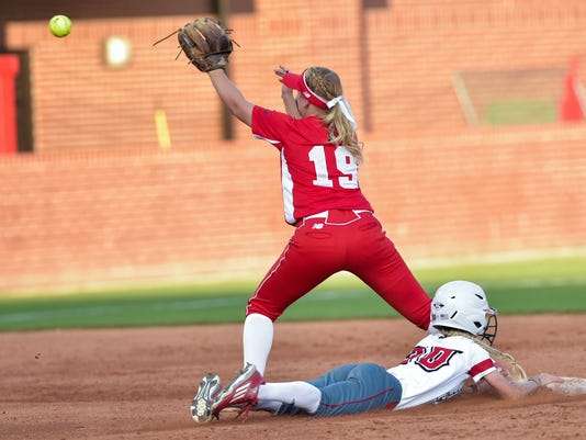 635993799898893175-tda.Cajuns.Softball.vs.Boston.Regionals.05.20-6352.jpg