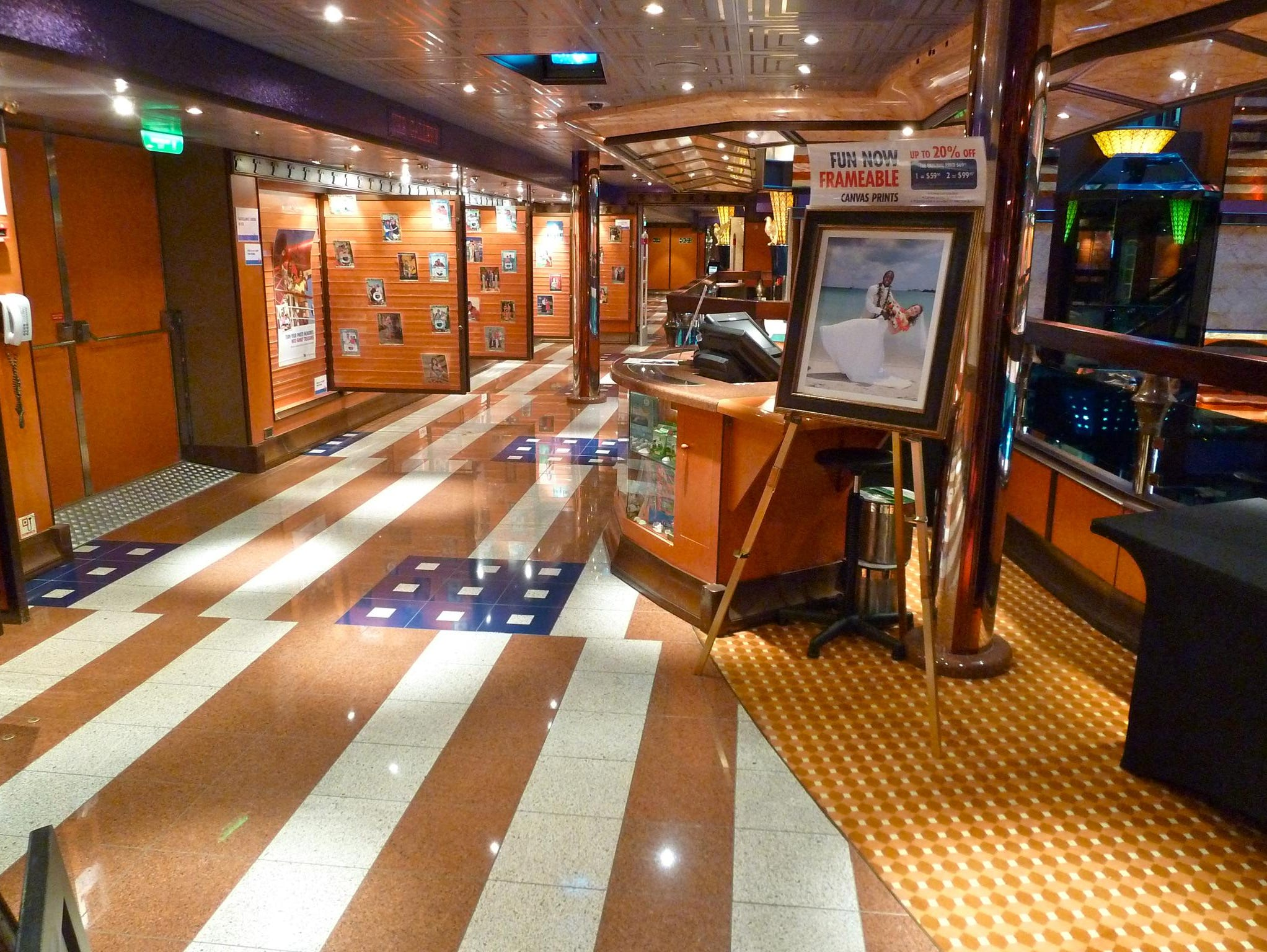 A photo gallery is also in the small cluster of spaces on the aft side of the Deck 4 Atrium America balcony.