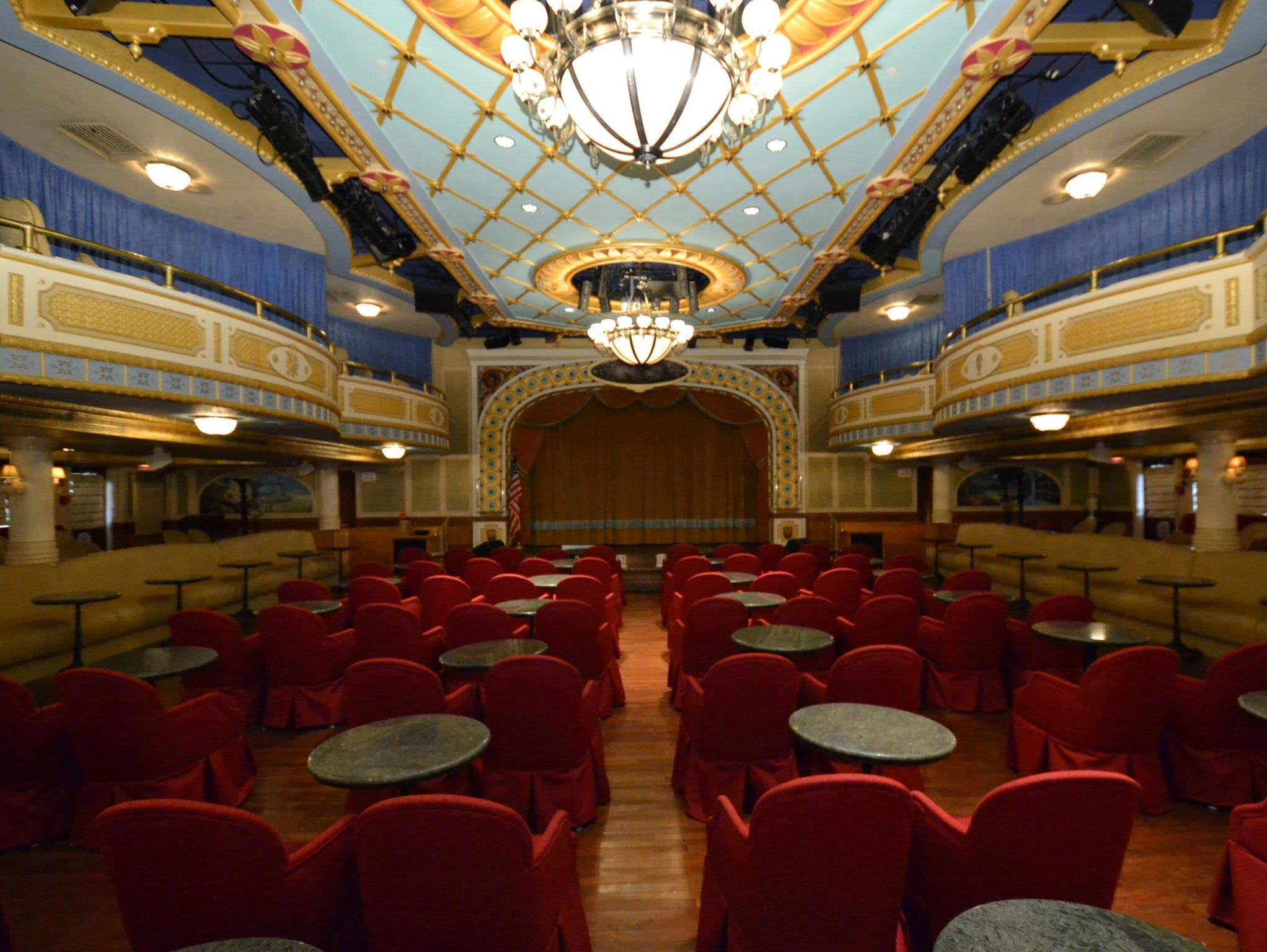 Inspired by the greatest steamboats of the 19th century, the American Queen's two-level Grand Saloon offers nightly entertainment that ranges from Broadway musicals to Dixieland Jazz to showboat-style cabaret.