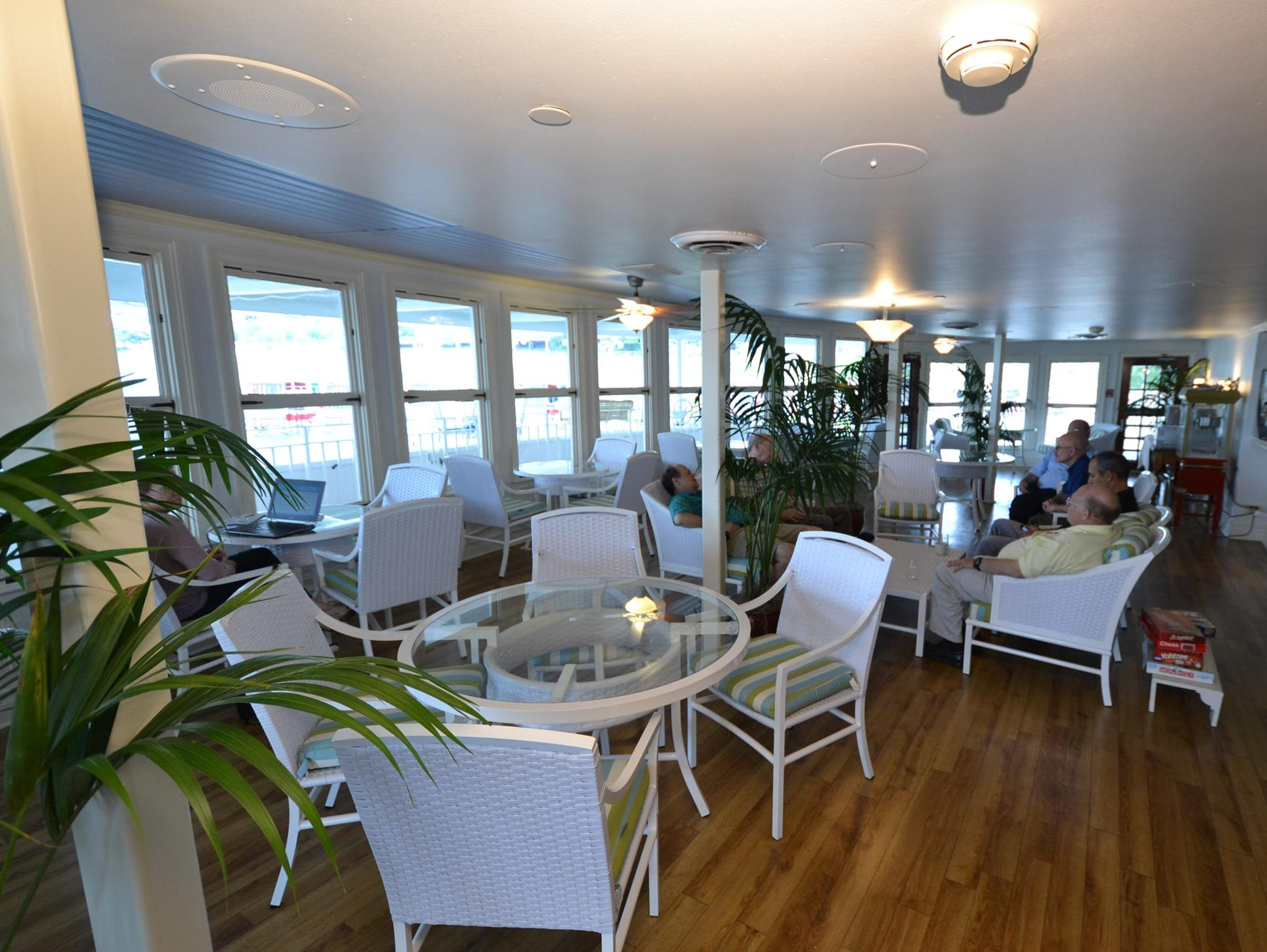 Located at the front of the ship is the Front Porch of America, a sitting area from where passengers can view the great expanse of the rivers on which the American Queen travels. Here, the inside portion of the Front Porch.
