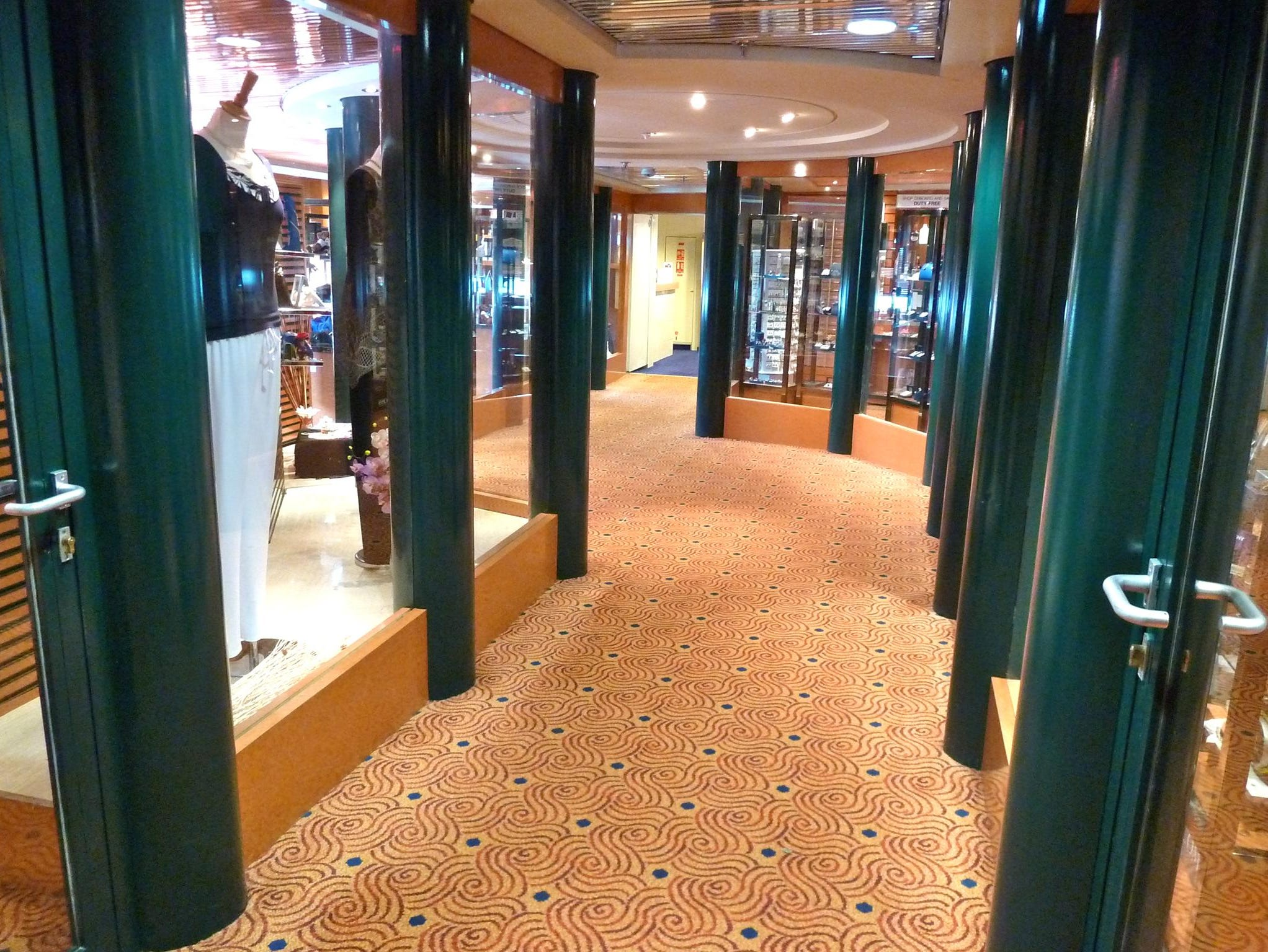 On the port side of Magellan Deck, a passage meanders through the Marco Polo's boutiques.