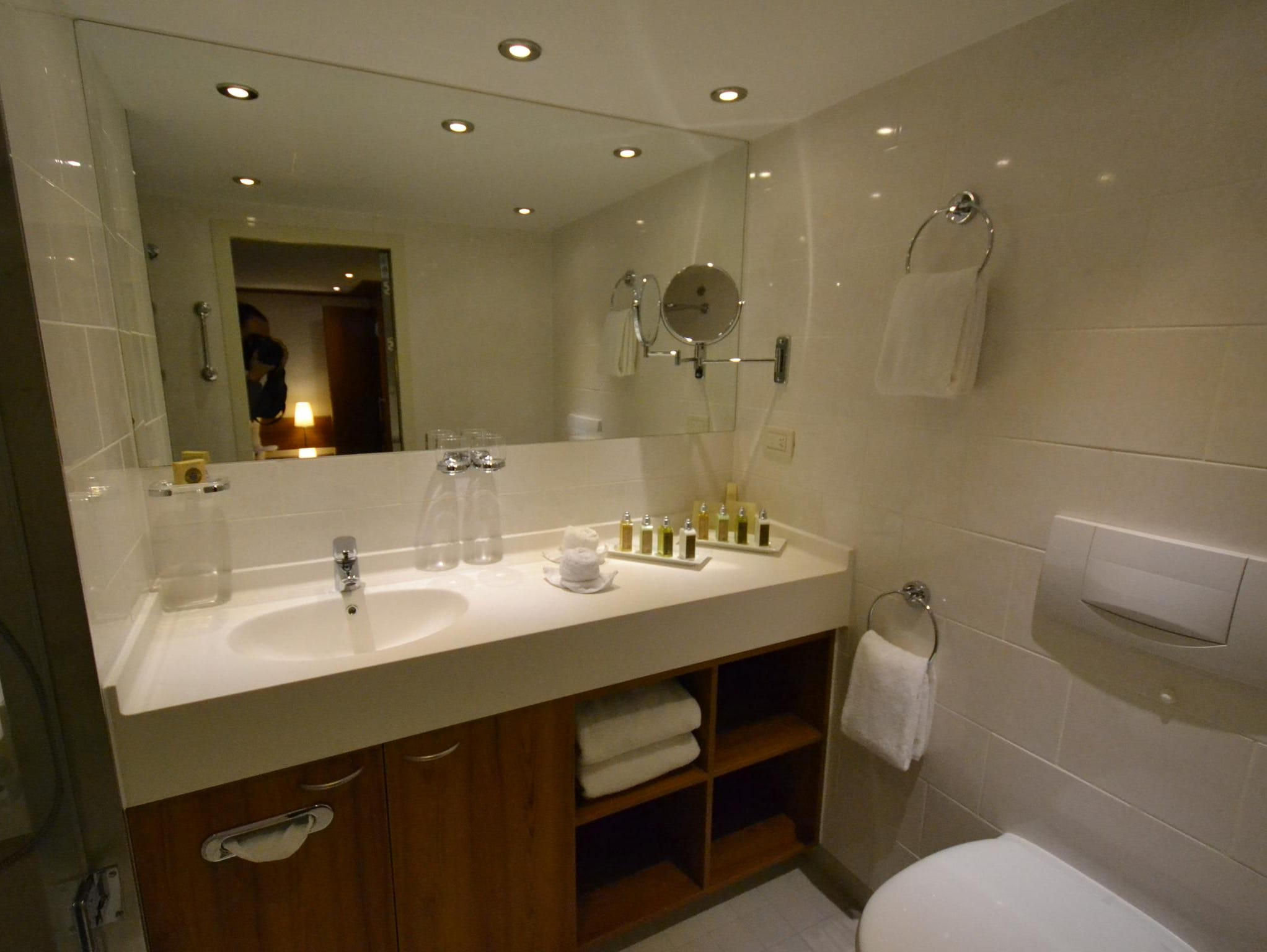A Deluxe Suite bathroom.