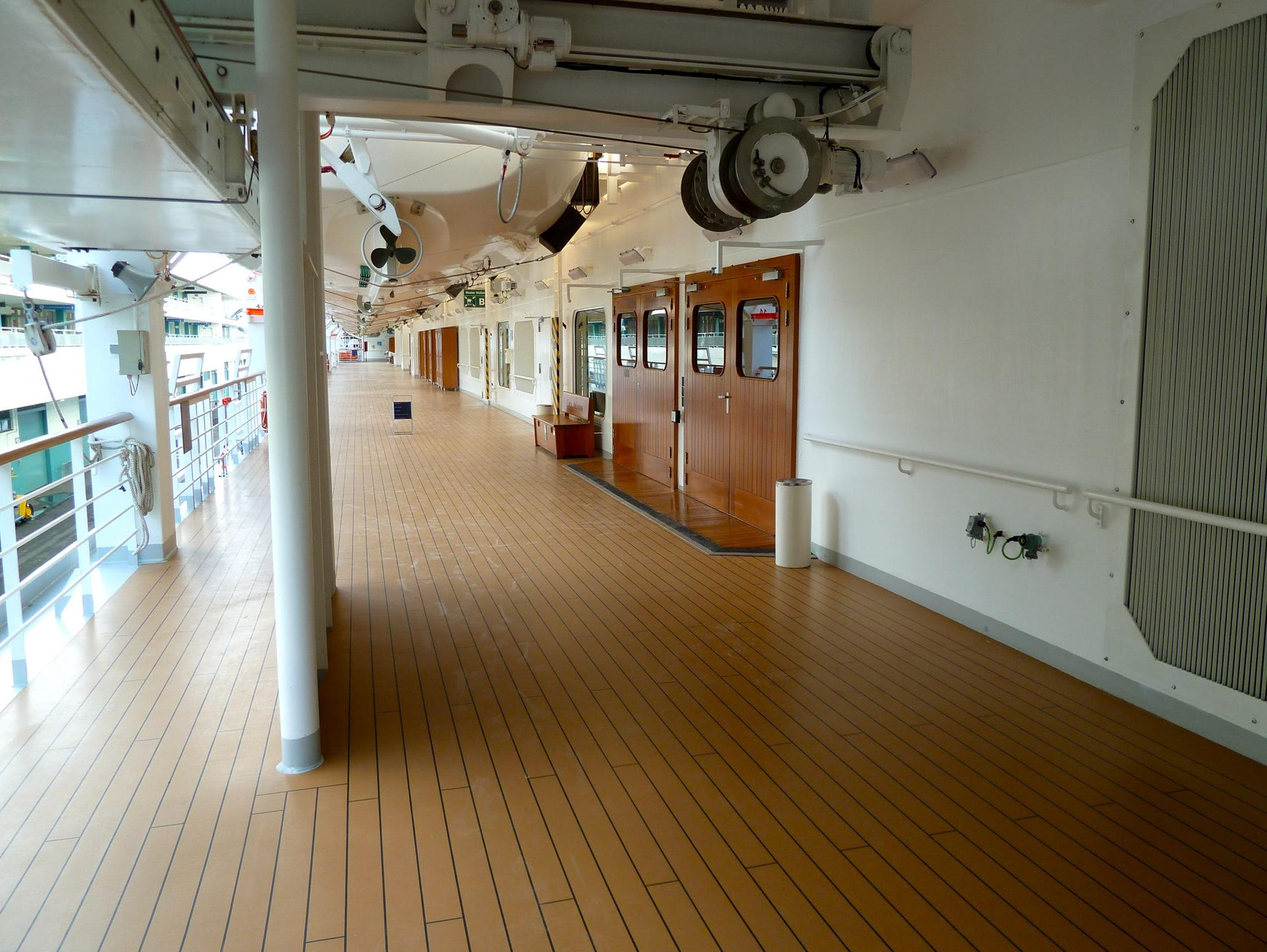 Azalea Deck (3) is devoted to public rooms and is encircled by a promenade, the fore and aft portions of which narrow considerably.