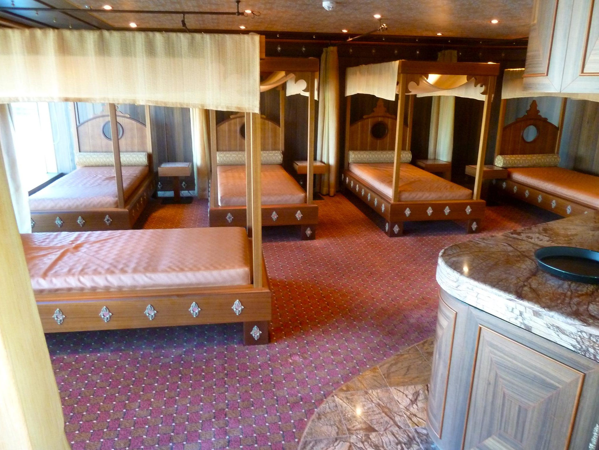 A relaxation room is located on the aft/starboard side of the Orchidea Deck level of the Samsara Spa.
