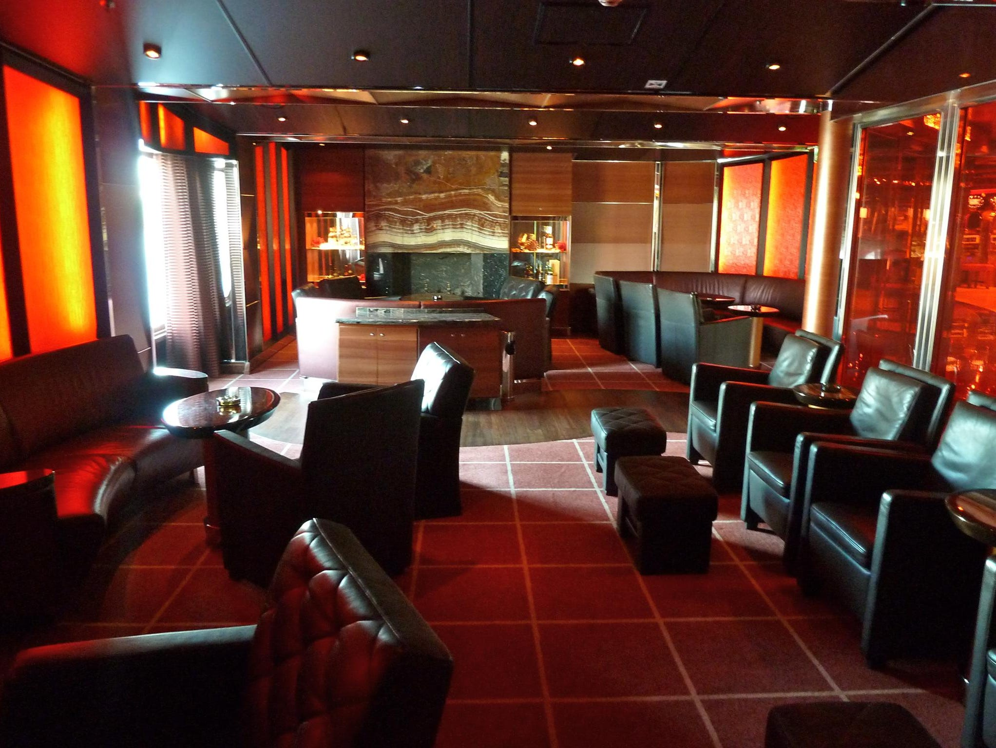 Tabac Blonde is an intimate cigar-smoking lounge on the starboard side of Gardenia Deck. It has black-leather seating and a marble fireplace.