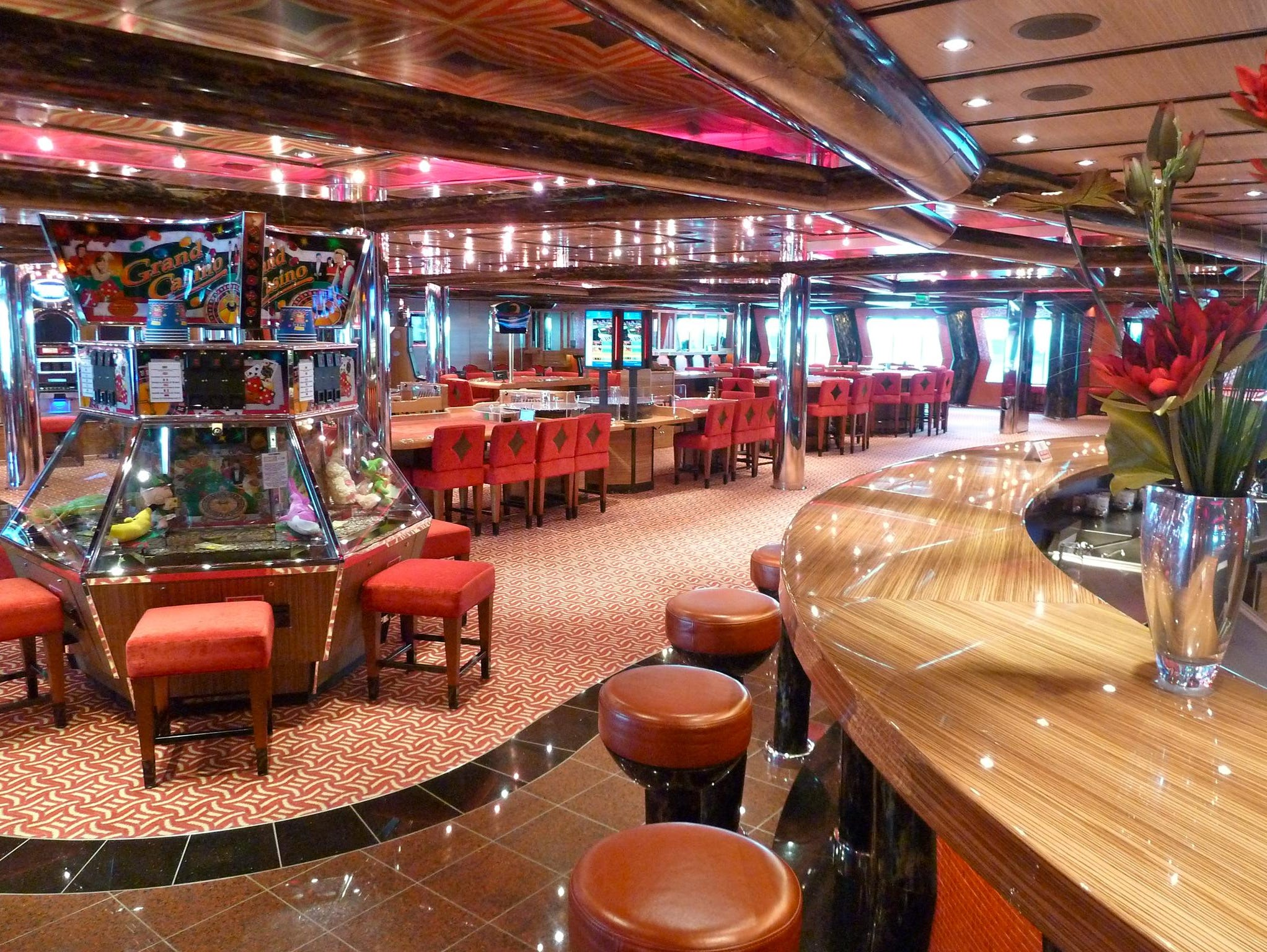 Casino Gaius follows the Grand Bar Mirabilis. It has its own bar and a vast array of gaming tables and slots. This is a port-facing view.