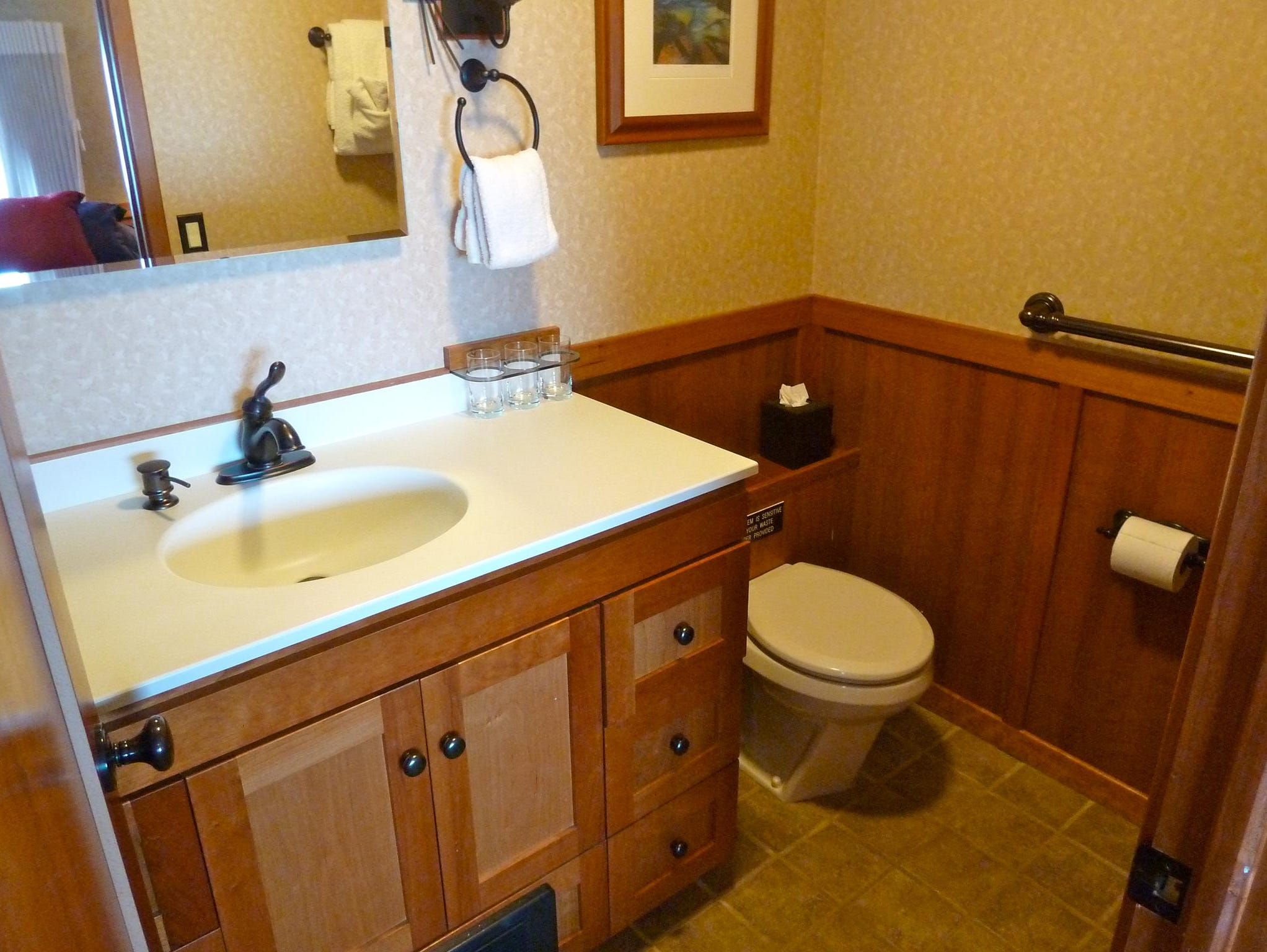 Commodore Suite bathrooms are especially large and fitted with Jacuzzi tubs. All accommodation on the Safari Explorer features bathrooms with heated tile floors.