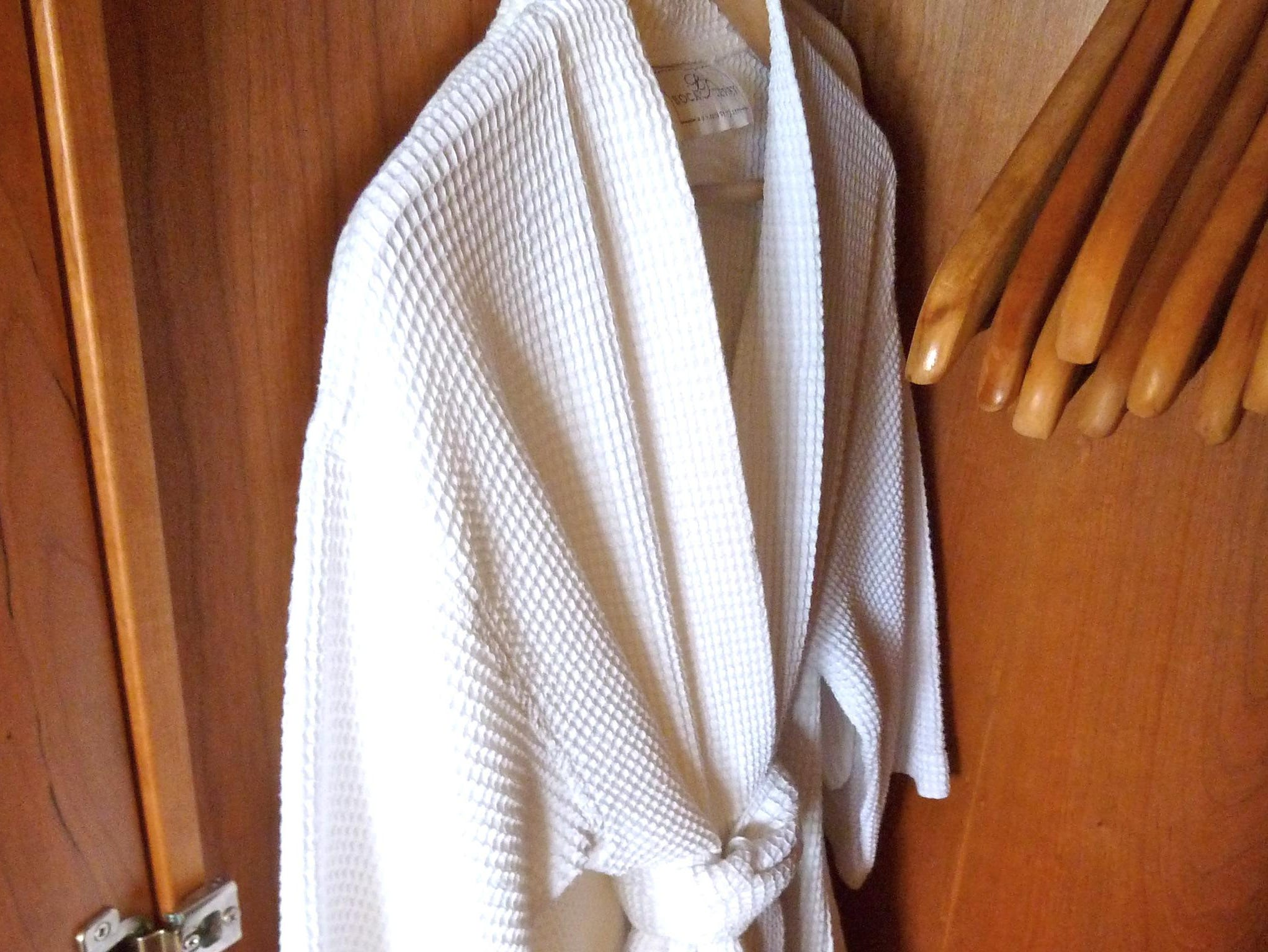 Terry bathrobes and slippers as well as hair dryers and alarm clocks are provided in each cabin.
