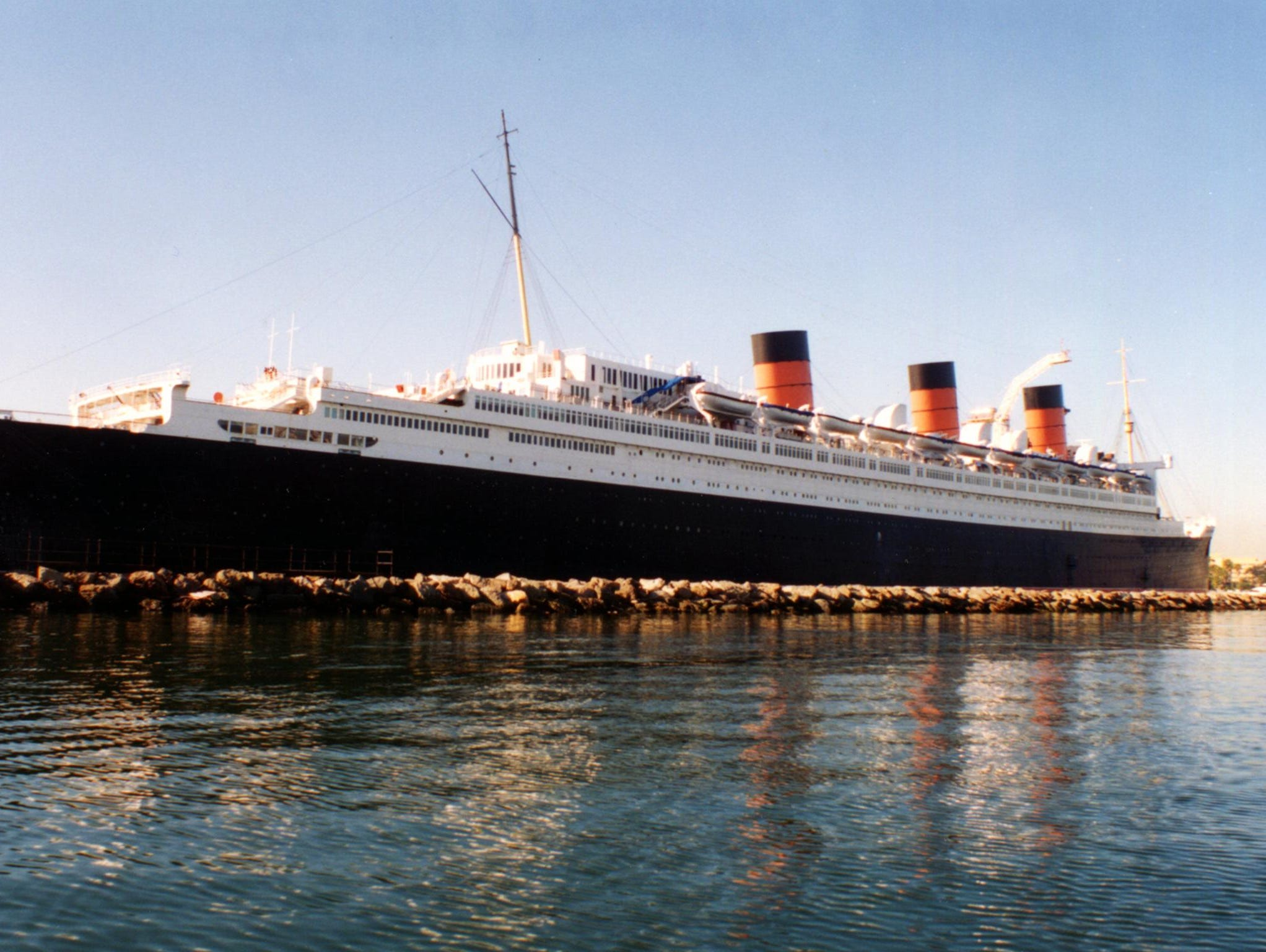 After being moved to its new berth, the Queen Mary was surrounded in a protective rock wall. On May 8, 1971, the ship was opened up for public tours, initially averaging 15,000 visitors per day. In December of 1972, the hotel and restaurants were also opened.