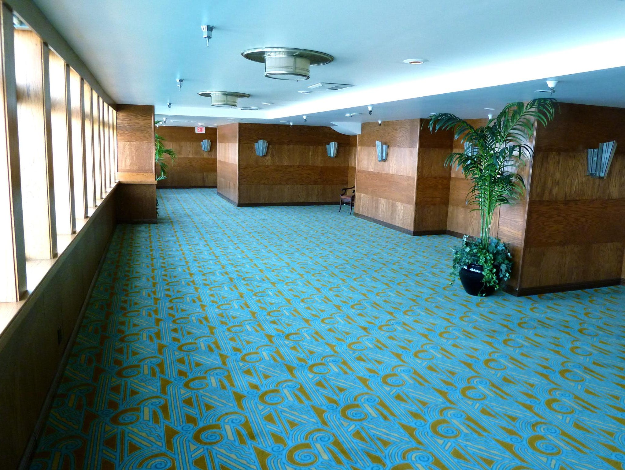 The Kings Salon is a meeting room at the aft end of starboard Promenade Deck.