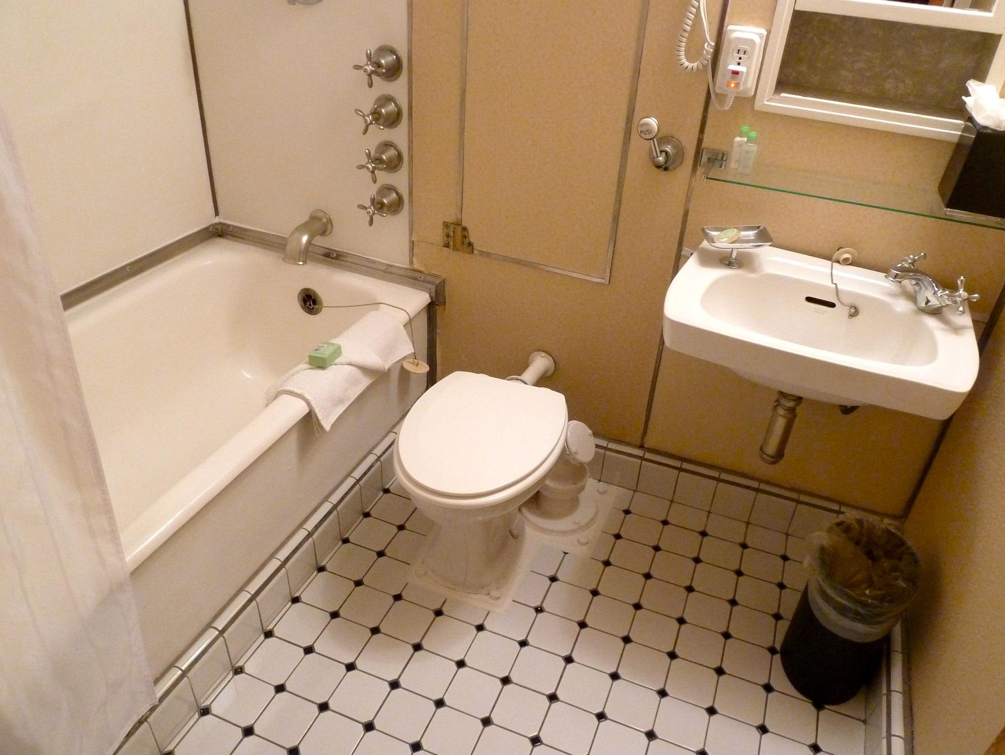 Bathrooms in many Queen Mary staterooms still have tubs with their original but now non-functional salt water taps.