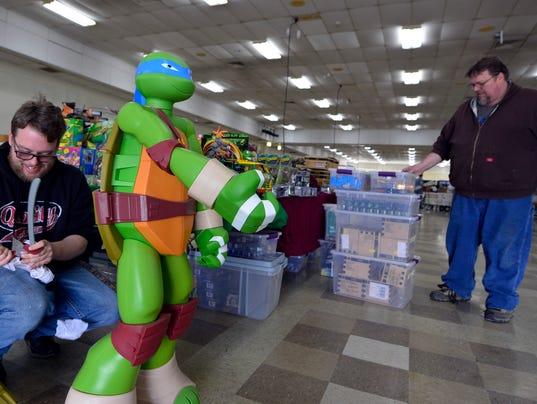 Vendors set up for Comic Con