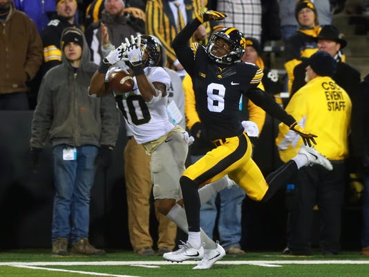 636492857723986942-171118-19-Iowa-vs-Purdue-football-ds.jpg