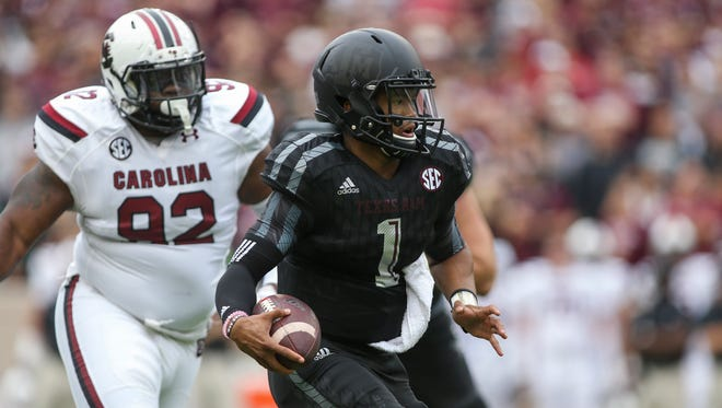 Texas A&M Aggies quarterback Kyler Murray (1) runs with the ball on a keeper during the first quarter against the South Carolina Gamecocks at Kyle Field.