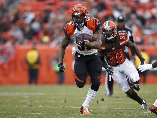 Cincinnati Bengals running back Jeremy Hill (32) breaks