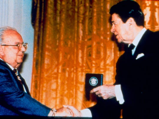 Dr. Don Stookey receives the National Medal of Technology in 1987 from then-President Ronald Reagan.
