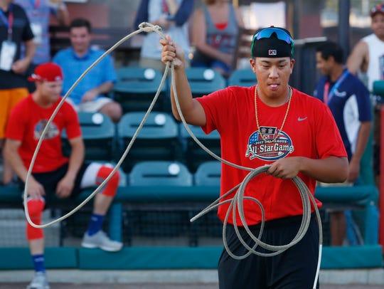 Bo Takahashi tries his hand at roping at the Cal League