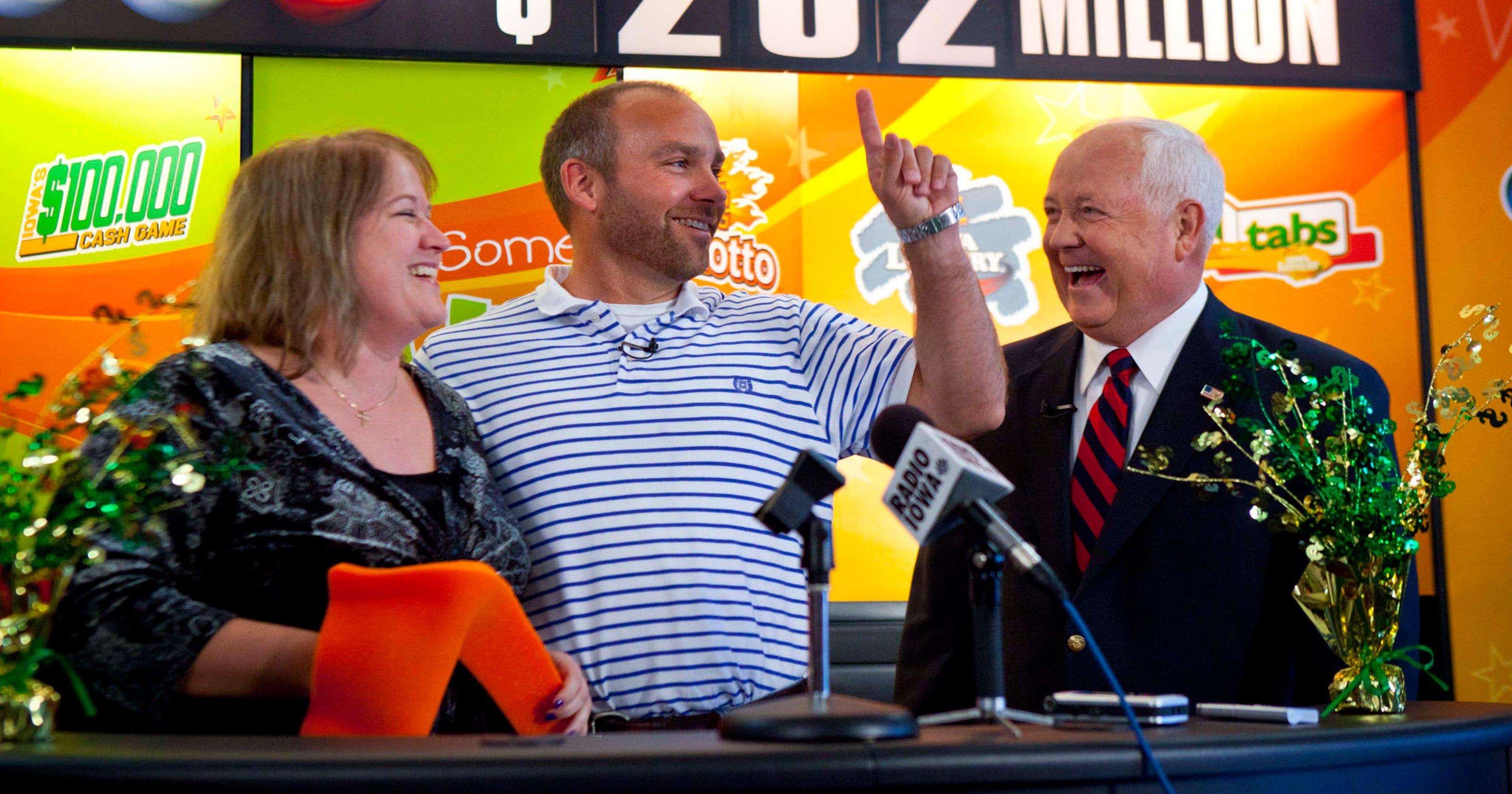 Iowa lottery jackpot winner gives advice to Redfield