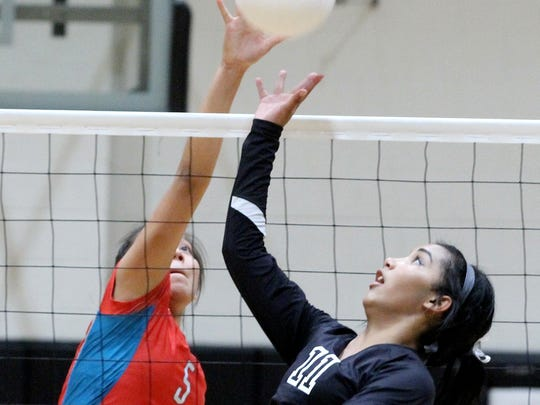 Shiprock's Tanisha Begay, left, and Aztec's Myra McCaskill