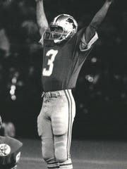 Lions kicker Eddie Murray signals that his field goal