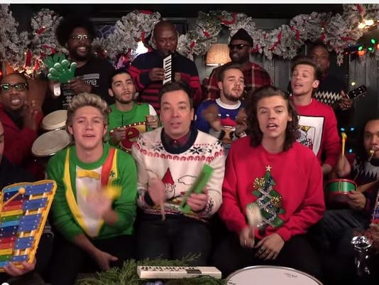 Jimmy Fallon Christmas.Jimmy Fallon One Direction Belt Out Santa Claus Is Coming