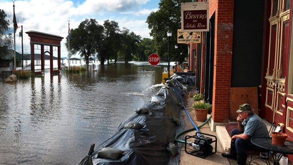 AP_MISSISSIPPI_RIVER_FLOODING_65701786