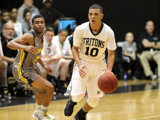Tyrell Smith dribbles down the court during Saturday night's game between Mariner and Lehigh.