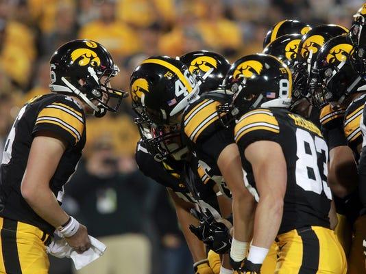 635793045288316173-IOW-0919-Iowa-vs-Pittsburgh-07
