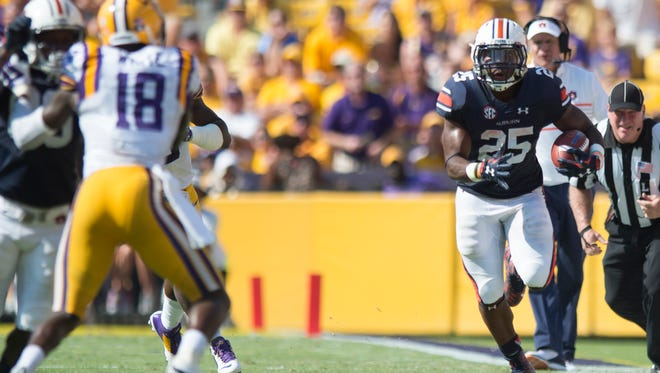 Auburn Tigers running back Peyton Barber (25) runs downfield during the NCAA football game between LSU Tigers and Auburn on Saturday, Sept. 19, 2015, at Tiger Stadium in Baton Rouge, La. 