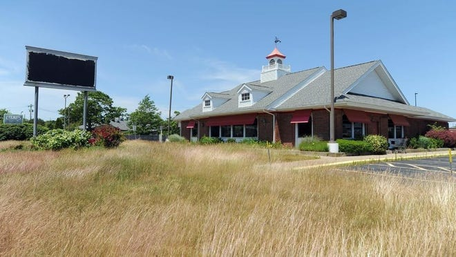 The Friendly's restaurant on Route 132 in Hyannis, the last of the chain's locations on Cape Cod, has been permanently closed.