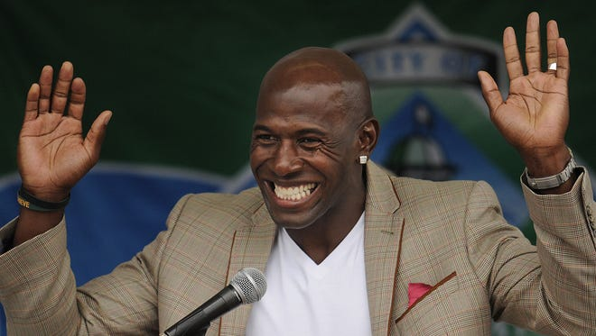 """Retired Green Bay Packers receiver Donald Driver acknowledges the crowd during a dedication ceremony for the Donald Driver receiver statue and the renaming of a portion of Pearl Street to """"Donald Driver Way"""" outside Titletown Brewing Co. in downtown Green Bay on June 15, 2013."""