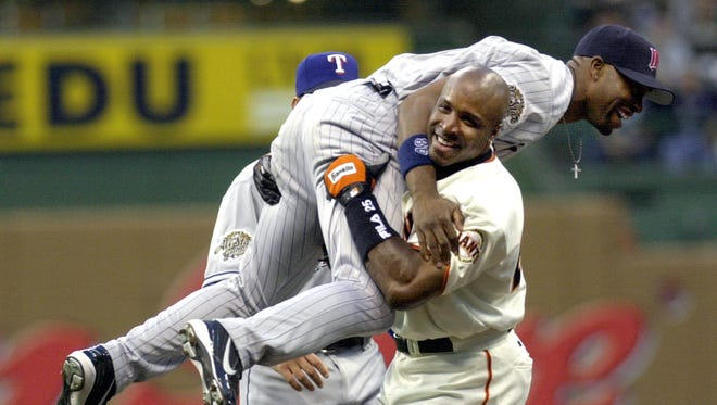Barry Bonds hoists Torii Hunter after Hunter robbed him of a home run in the 2002 All-Star Game at Miller Park in Milwaukee.