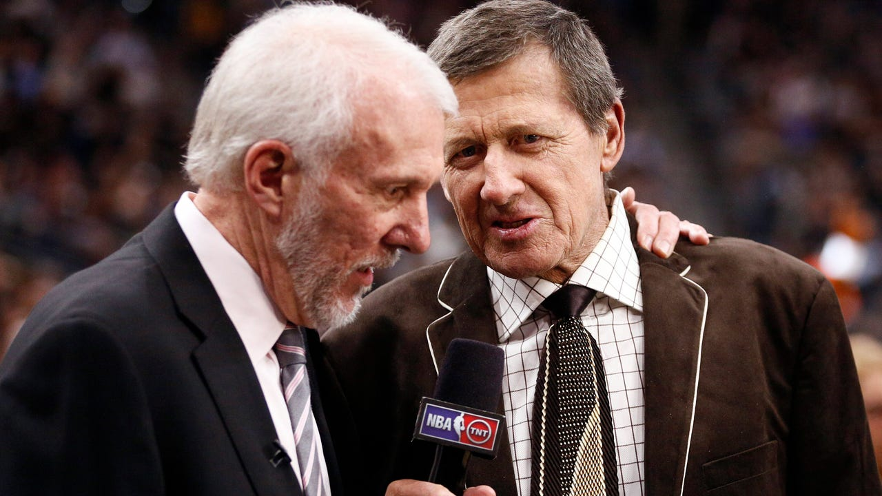 Spurs coach Gregg Popovich gave the tie he wore to the late Craig Sager's funeral to the reporter's son, Craig Sager Jr.