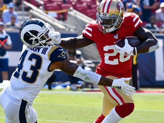 San Francisco running back Tevin Coleman (26) stiff arms Rams safety John Johnson on his way to scoring a first quarter touchdown at the Coliseum. (Photo: Robert Hanashiro-USA TODAY Sports)