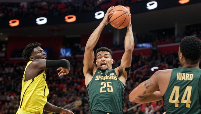 Michigan State's Kenny Goins battles for a rebound in the second half of the Hitachi College Basketball Showcase against Oakland at Little Caesars Arena in Detroit, Saturday, Dec. 16, 2017.