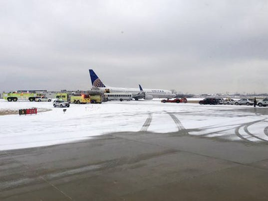 AP BIG SNOWSTORM CHICAGO AIRPORTS A WEA USA IL