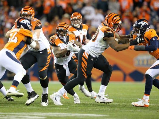 Cincinnati Bengals running back Joe Mixon (28), center,