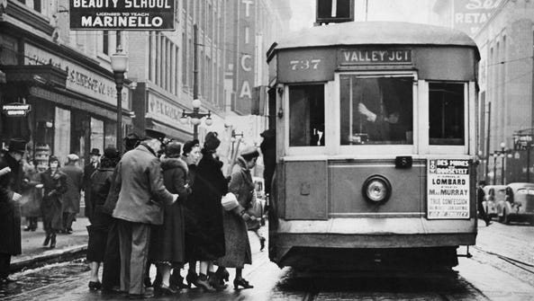 A Des Moines streetcar picks up passengers in 1938