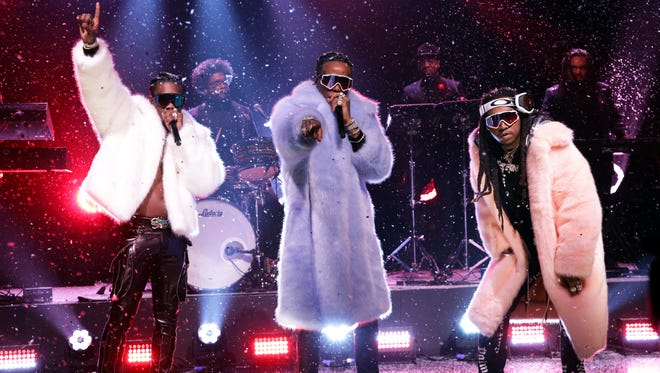 Migos continued their banner 2017 with a performance of 'T-Shirt' on 'The Tonight Show Starring Jimmy Fallon' on March 23.