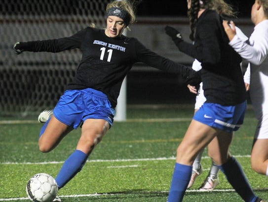 Simon Kenton's Sierra Petty passes the ball during