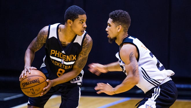 Tyler Ulis, Kentucky, left, and Askia Booker, Colorado, square off during Phoenix Suns Summer League at Talking Stick Resort Arena in Phoenix, Friday, July 8, 2016.