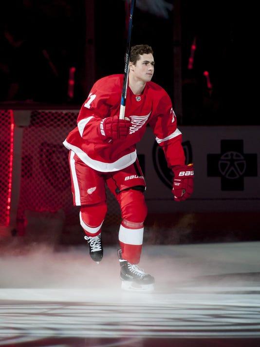 c7abdd87b11 Teen Dylan Larkin energizes Red Wings